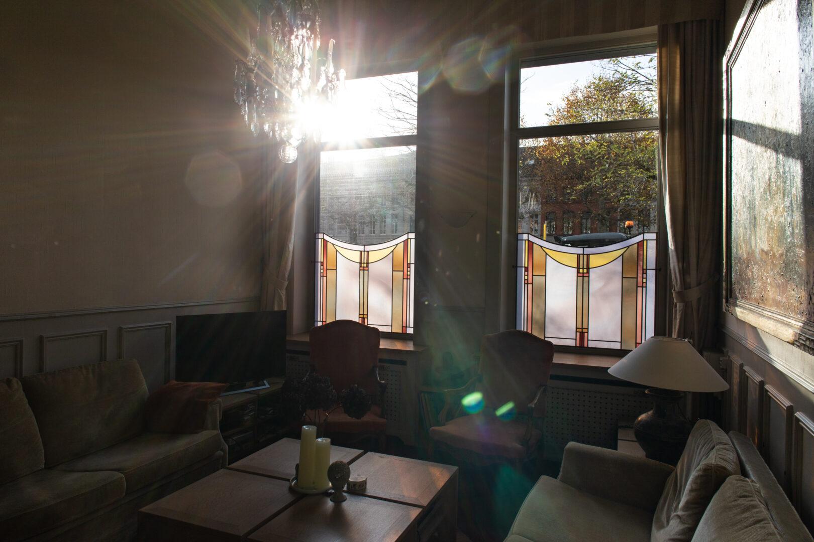 Glas-in-lood brise-vues in privé-woning te Gent. Ontwerp: Ingrid Meyvaert (©Nadia El Makhfi)