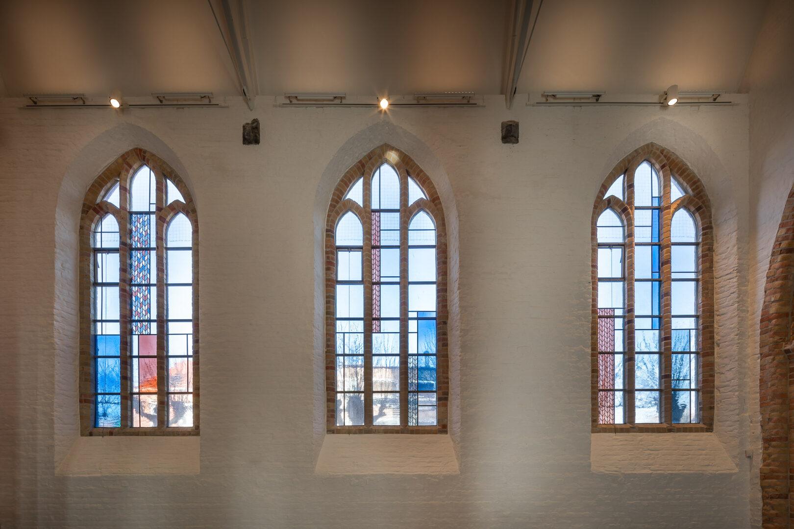 Monumentale glasramen, Sint-Nicolaaskerk, Westkapelle – ontw. Arch. Thibault Florin (Bureau Bressers) – ©Jürgen De Witte