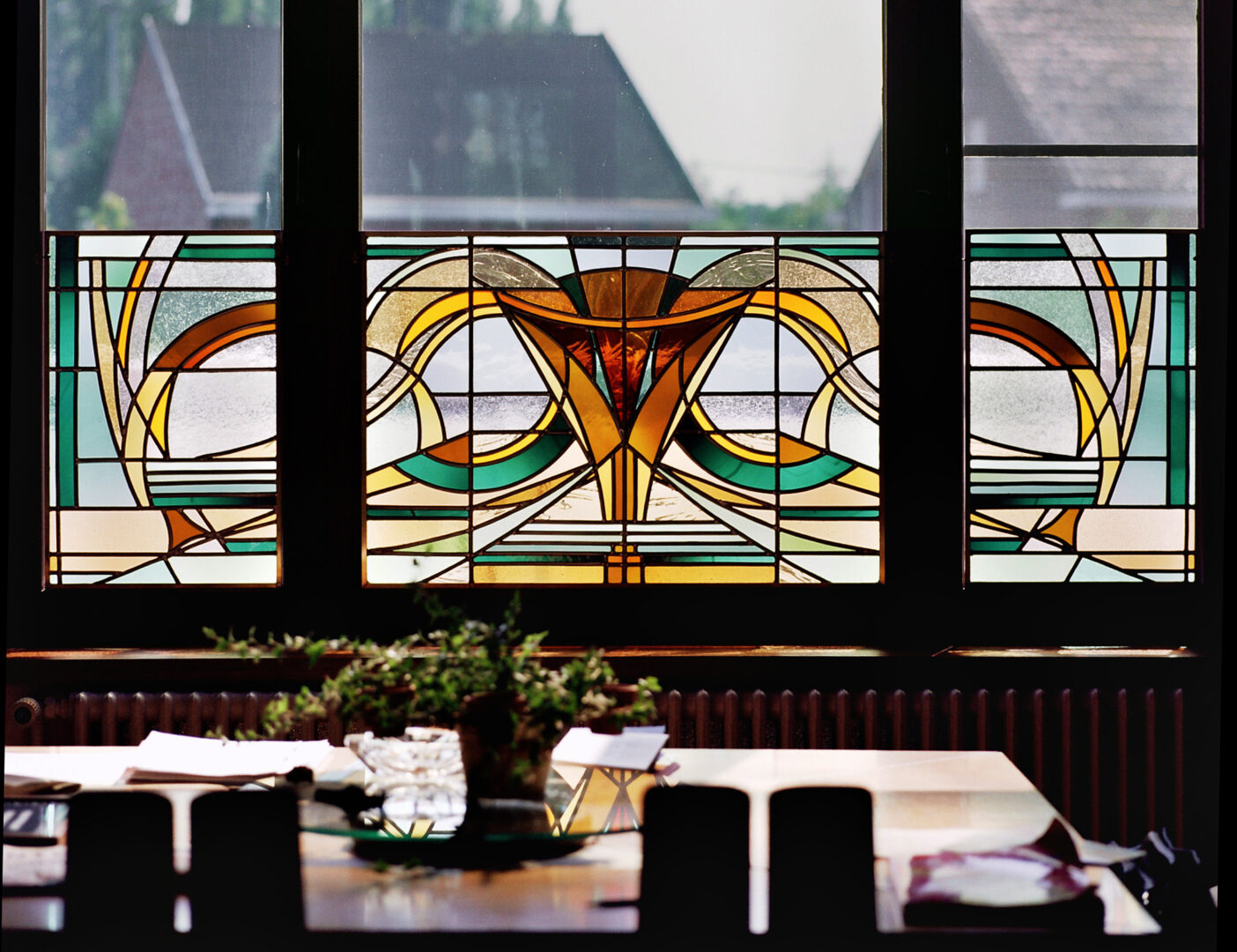 Brise-vue in Art Nouveau stijl, in historische villa te Zwijnaarde. Ontwerp: Ingrid Meyvaert © Dirk Antrop