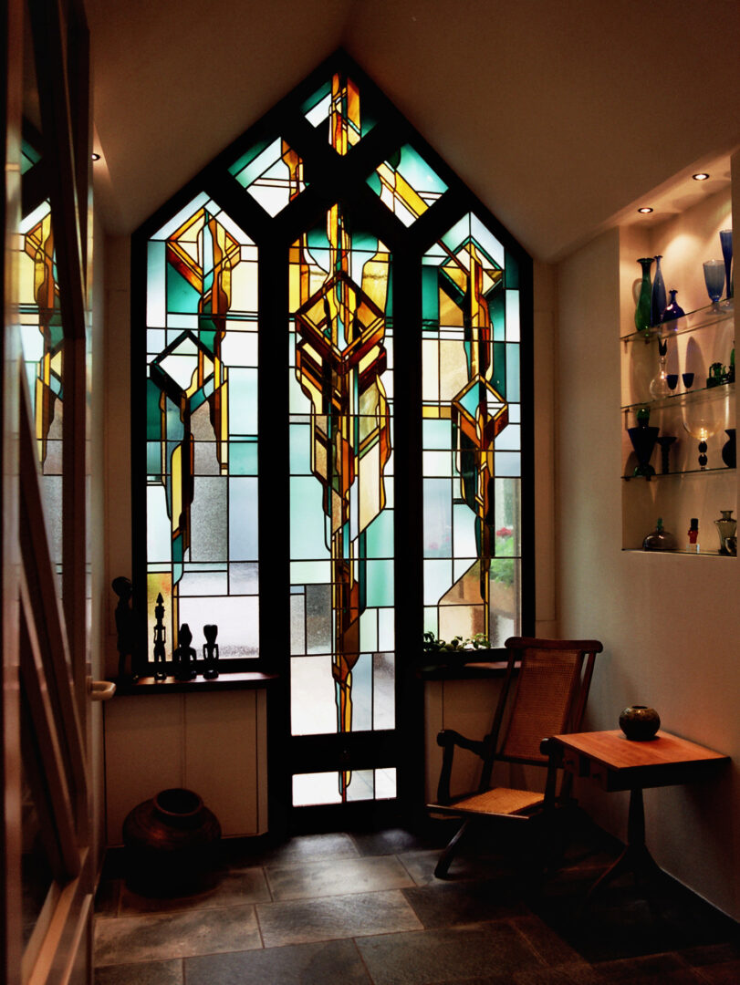 Glas-in-loodraam 'ons gezin' als scheidingswand, in woning te Gent. Ontwerp: Ingrid Meyvaert © Dirk Antrop