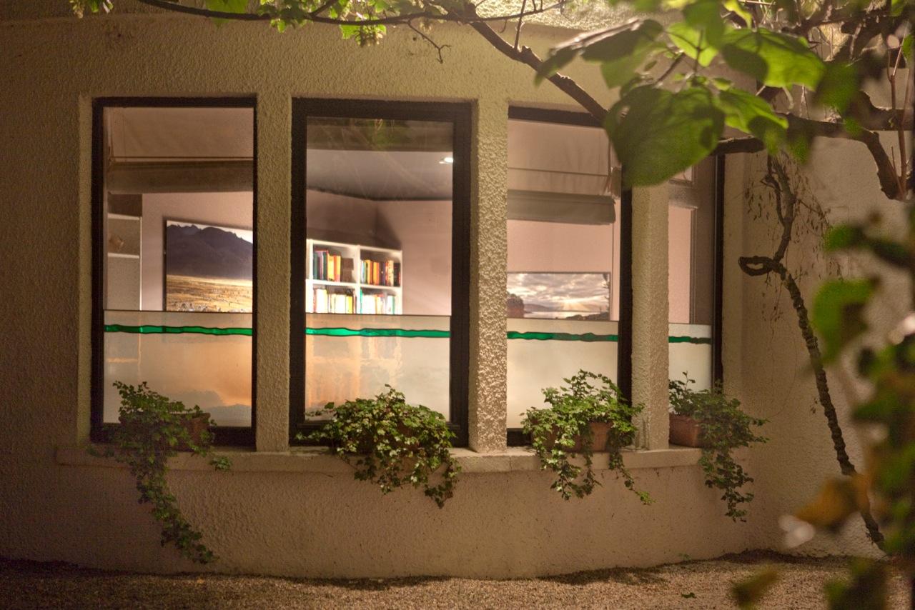Brise-vue in stadswoning te Gent. Ontwerp: Ingrid Meyvaert (©Dirk Antrop) Glas in lood