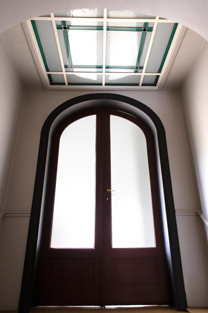 Decoratief glas-in-lood in stadswoning te Gent. Ontwerp: Ingrid Meyvaert (©Nadia El Makhfi)