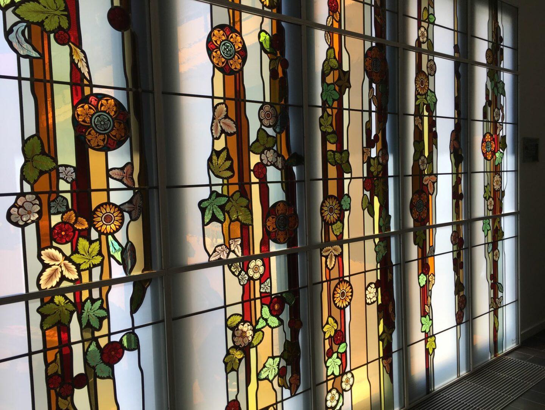 Herintegratie van scherven in nieuw ontwerp van Ingrid Meyvaert in WZC te Lede – © Atelier Mestdagh