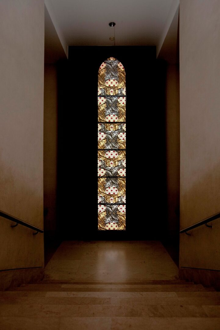 Getorste Christussen, brandglas, Louvre (Parijs) - ontw. Wim Delvoye – © Delvoye studio