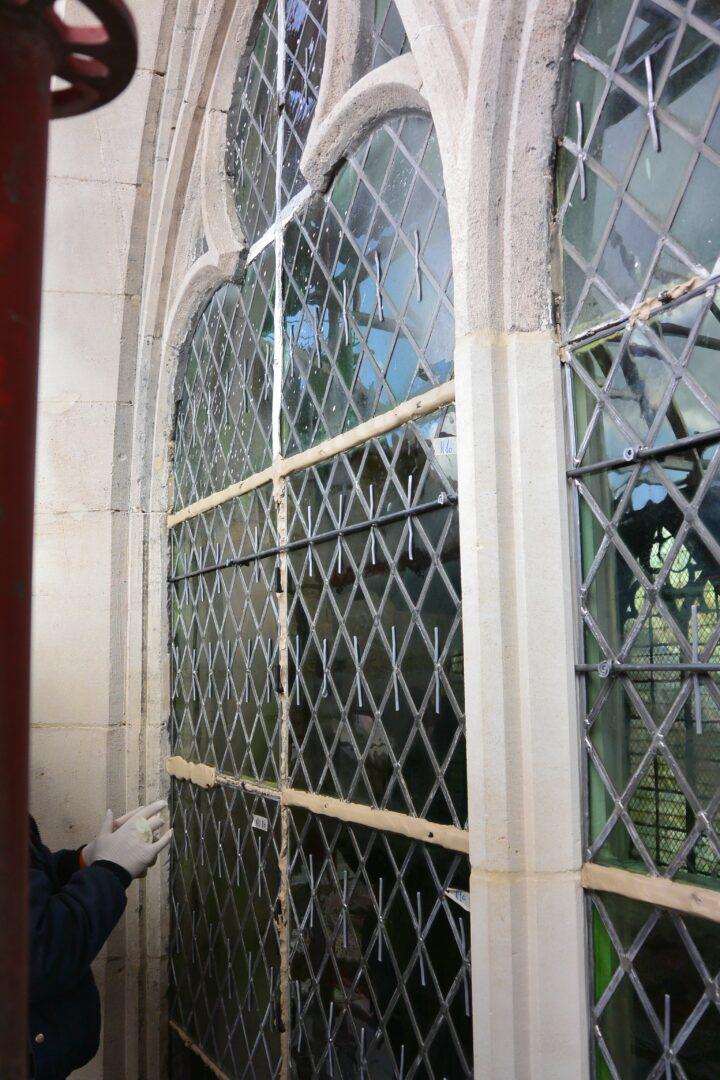 Conservatie en restauratie lood in glas kerkramen uit de St. Servaaskerk (Schaarbeek) - © Atelier Mestdagh