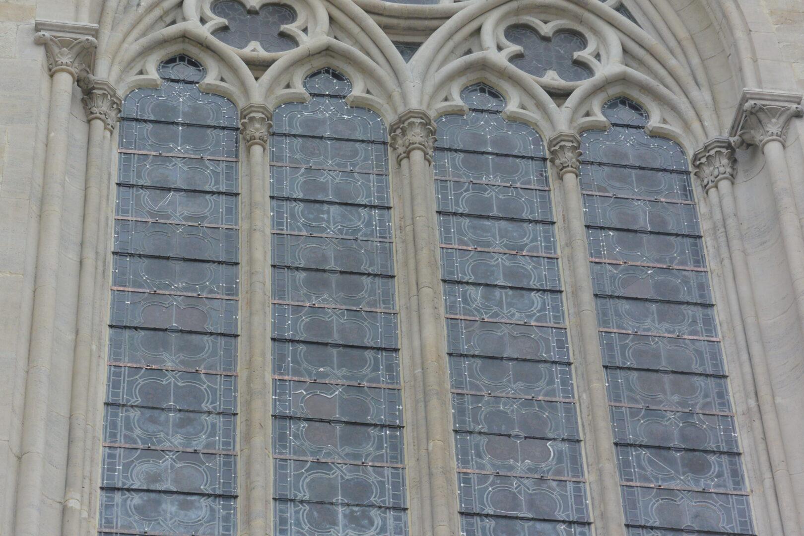 Conservatie en restauratie glasramen uit de St. Servaaskerk (Schaarbeek) - © Atelier Mestdagh glas in lood kerkramen
