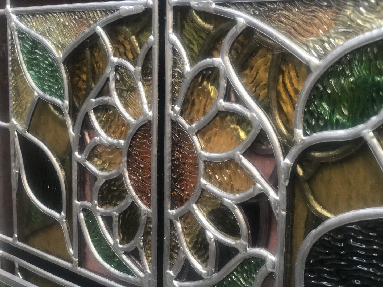 Herloden en isoleren tussen dubbel glas van glas-in-lood in traphal Kasteel van Merelbeke, i.s.m. Ramen Lanssens - © Atelier Mestdagh