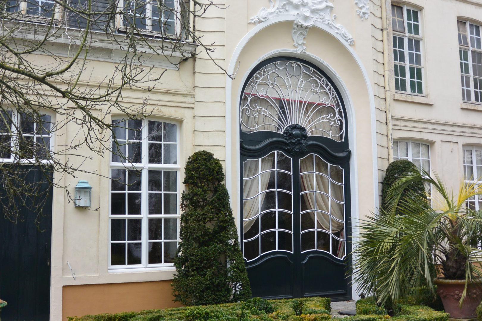 Monumentenglas, glas-in-lood en historisch enkel glas in B&B the Verhaegen, Gent. © Atelier Mestdagh