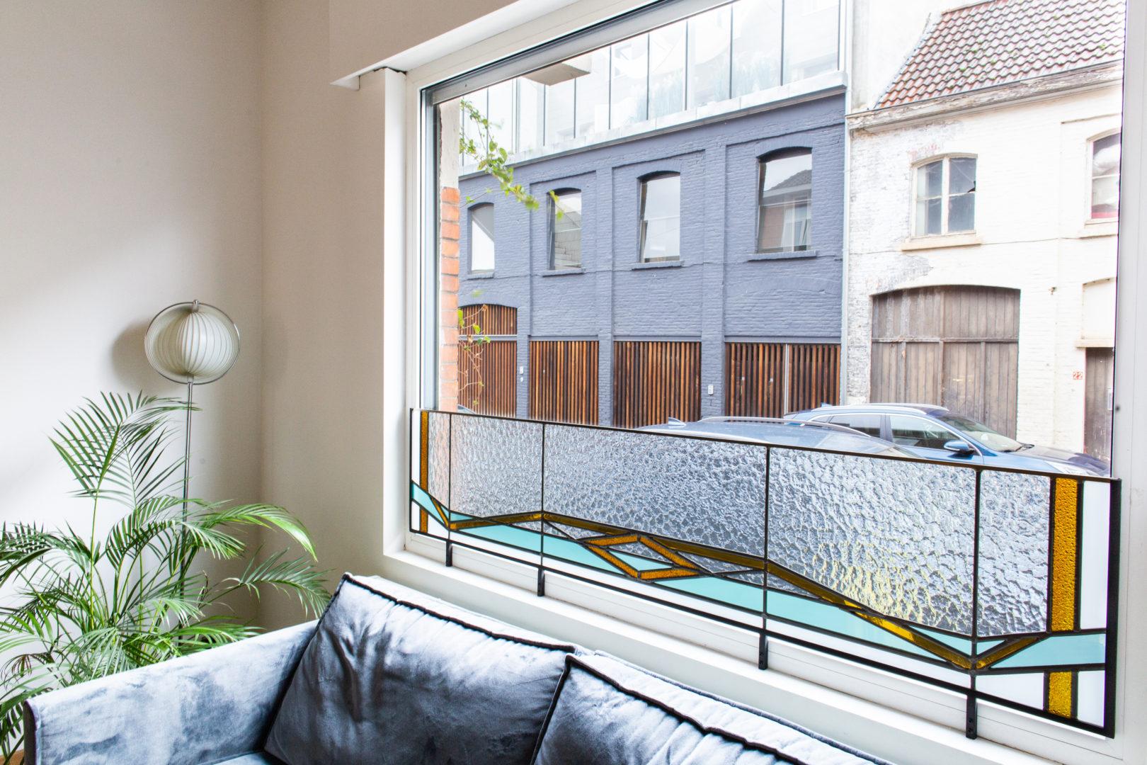 Glas-in-lood brise-vue in privé-woning te Gent.