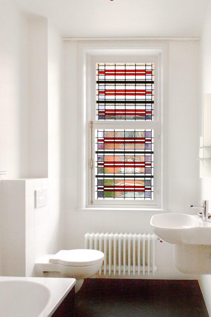 Restauratie en nieuw geïntegreerd glas-in-lood in ramen en deuren, privé-woning te Gent.