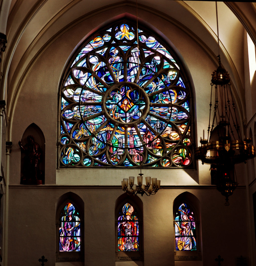 'Vissersleven', transept kerk Heist-aan-zee. Ontwerp: Ingrid Meyvaert © Dirk Antrop